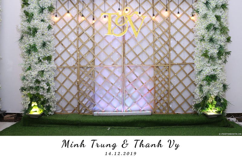 Trung-Vy-wedding-instant-print-photo-booth-Chup-anh-in-hinh-lay-lien-Tiec-cuoi-WefieBox-Photobooth-Vietnam-097.jpg