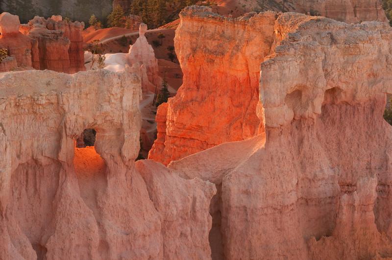 bryce_canyon_nat_pk_21360_sunrise_direct_lighting-sm.jpg