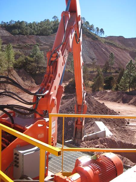 NPK B700 pedestal boom system (sn 1N7470) with GH6 hydraulic hammer-secondary rock breaking (2).jpg