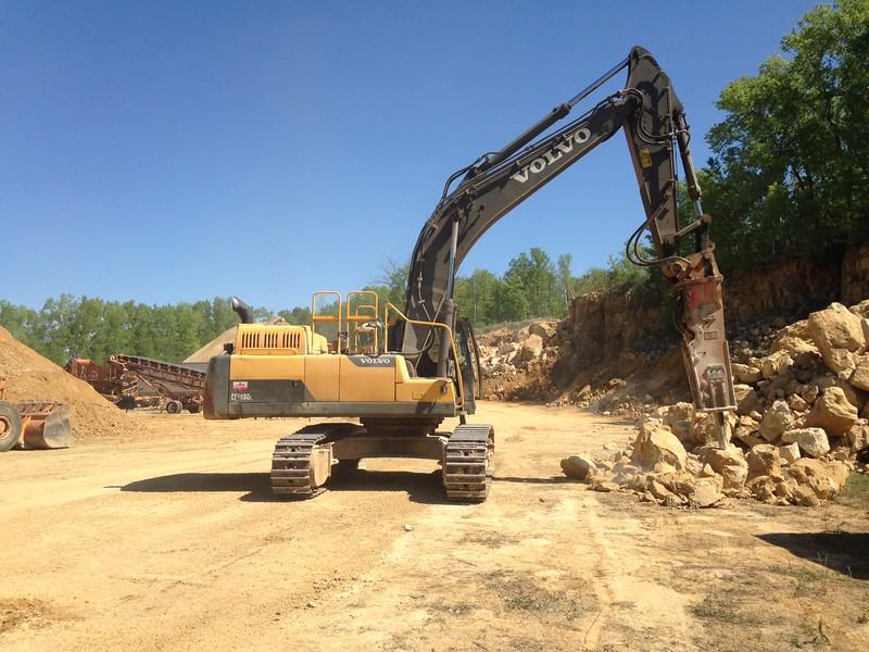 NPK GH15 hydraulic hammer on Volvo EC380DL excavator 2 (14).JPG