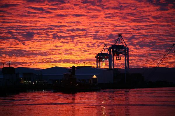 060526 071921 Sunrise @ Queens Wharf