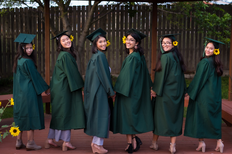 20200521_sarah-friends-connally-graduation_098.jpg