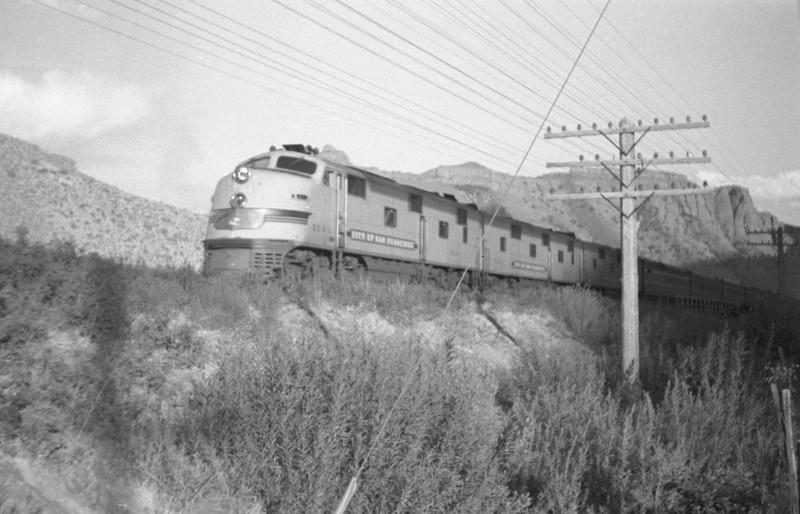 UP_E7_904A-with-Streamliner_Weber-Canyon_Aug-1946_Emil-Albrecht-photo-0215-rescan2.jpg