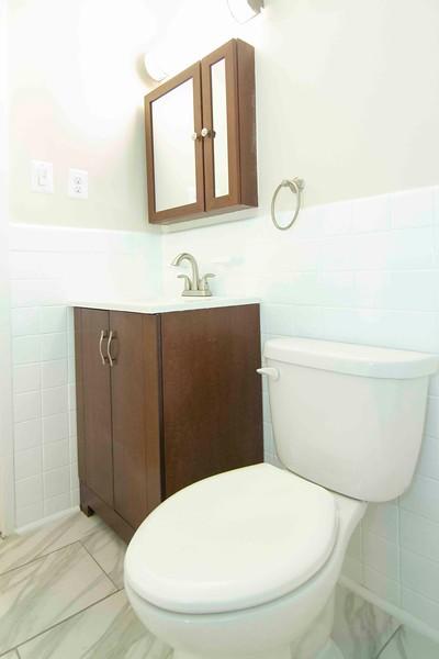 upstairs bath_MG_2755 for web.jpg