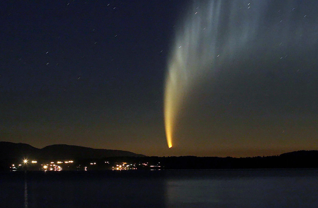 . The McNaught comet as seen early morning 19 January, 2007 from Pucon, Calafquen Lake sector, some 900 km (500 miles) south from Santiago, Chile. DAVID LILLO/AFP/Getty Images
