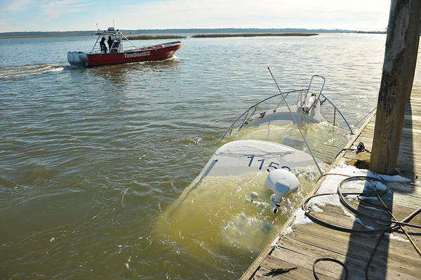 Crescent Salvage of Shamrock by Lighthouse Dive Services and TowBoatUS 01-05-06-18
