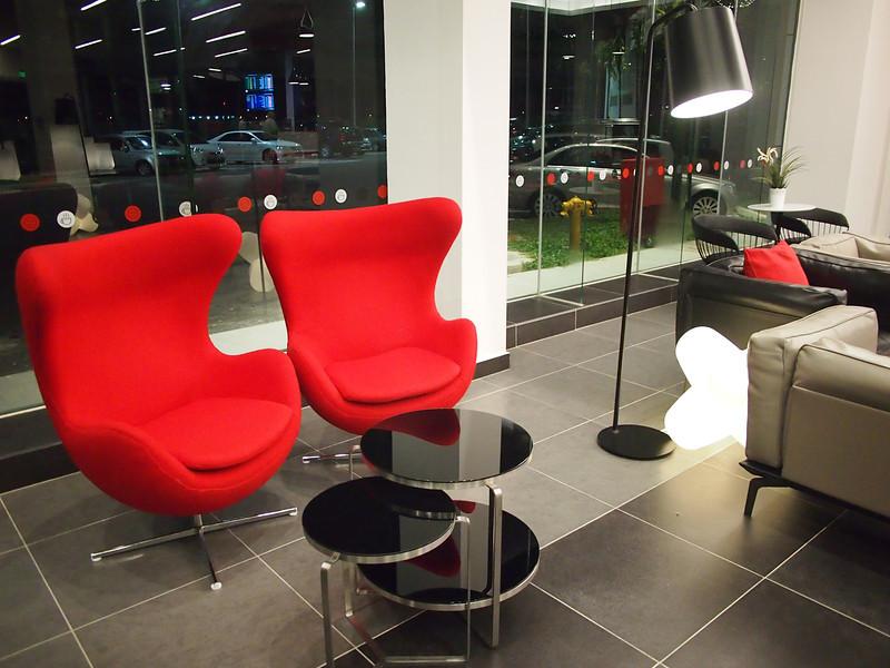 P5319127-funky-chairs.JPG