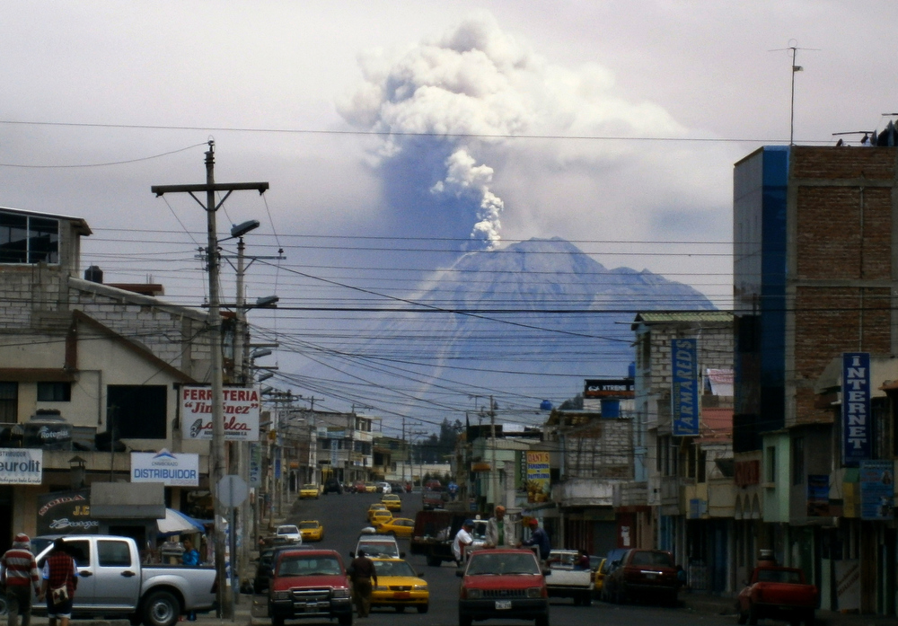 Description of . View of the Tungurahua volcano from Riobamba, on December 17, 2012. Ecuador issued an orange alert -- the second-highest warning level -- for towns near the Tungurahua volcano on the eve, as its level of activity rose, civil defense officials said.  AFP PHOTO / Agencia API-/AFP/Getty Images