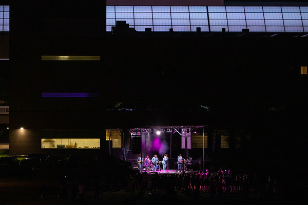 210352 Student Life, Welcome Weekend, Live Band, Giant Blacklight Video Dance Party, North Campus