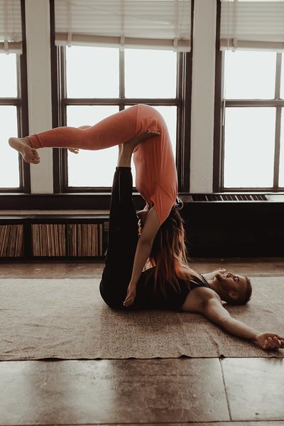 Jenny_Rolapp_Photography_partner_yoga-5.jpg