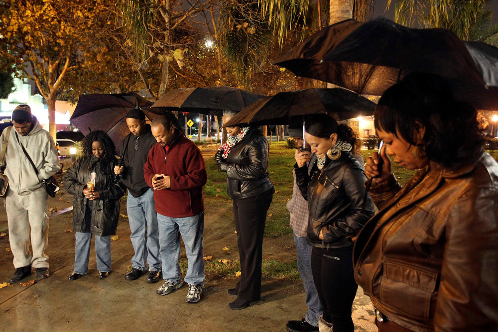 Description of . People pray at a candlelight vigil in memory of those killed in a mass shooting at Sandy Hook Elementary School in Connecticut, in Los Angeles, California, December 14, 2012. A heavily armed gunman opened fire on school children and staff at a Connecticut elementary school on Friday, killing at least 28 people, including 20 children, in the latest in a series of shooting rampages that have tormented the United States this year. REUTERS/David McNew