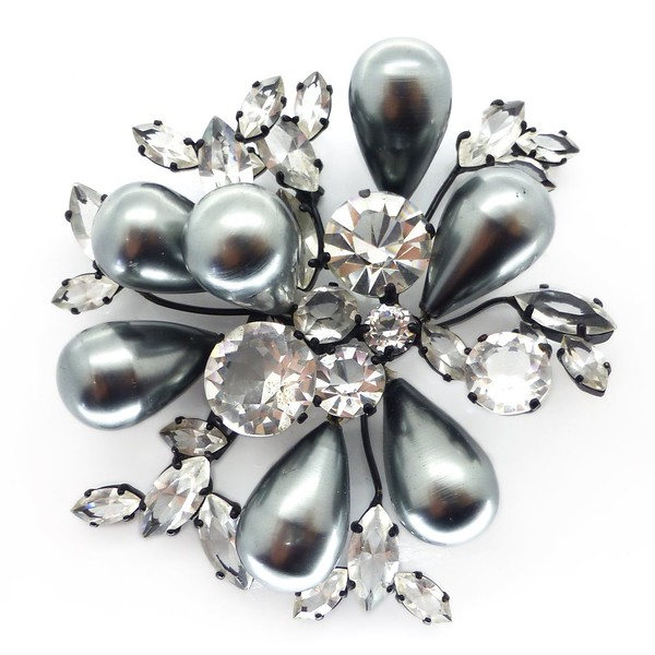 VINTAGE FRENCH MID-CENTURY LARGE GREY FAUX PEARL FLORAL GLASS COUTURE BROOCH