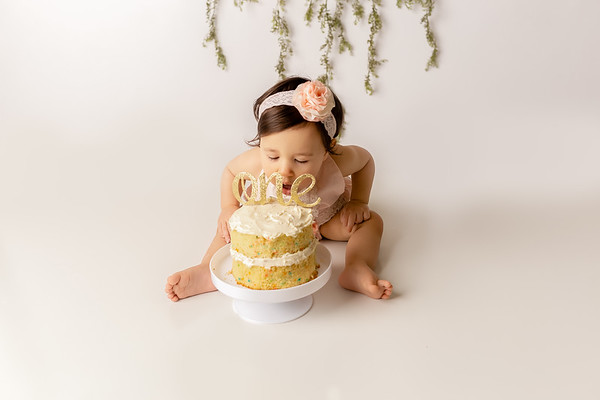 Sophia C. (1st Birthday Cake Smash)