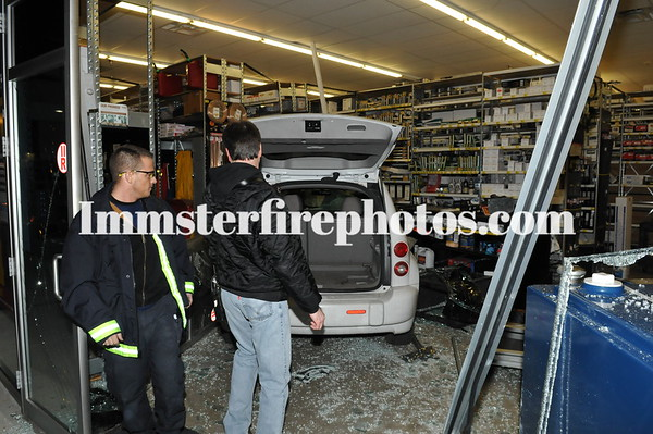 HICKSVILLE FD CAR INTO AUTO PARTS STORE