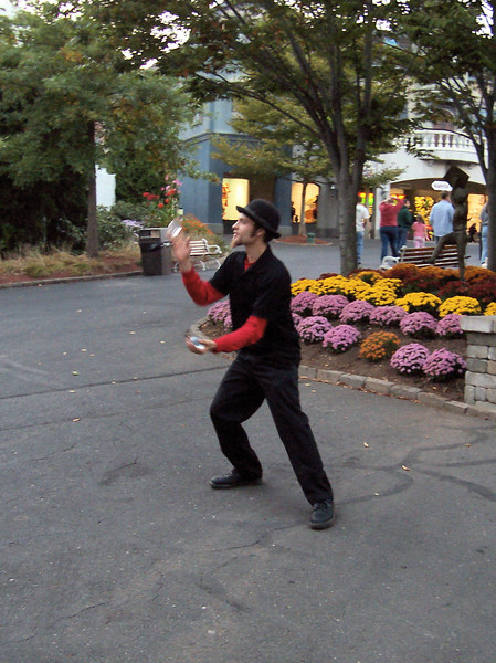 There was a yo-yo and juggling artist on the midway.