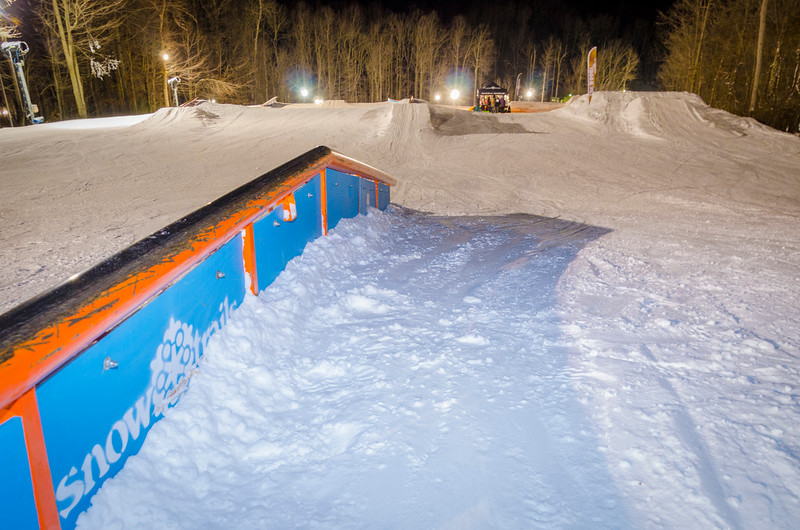 Nighttime-Rail-Jam_Snow-Trails-196.jpg