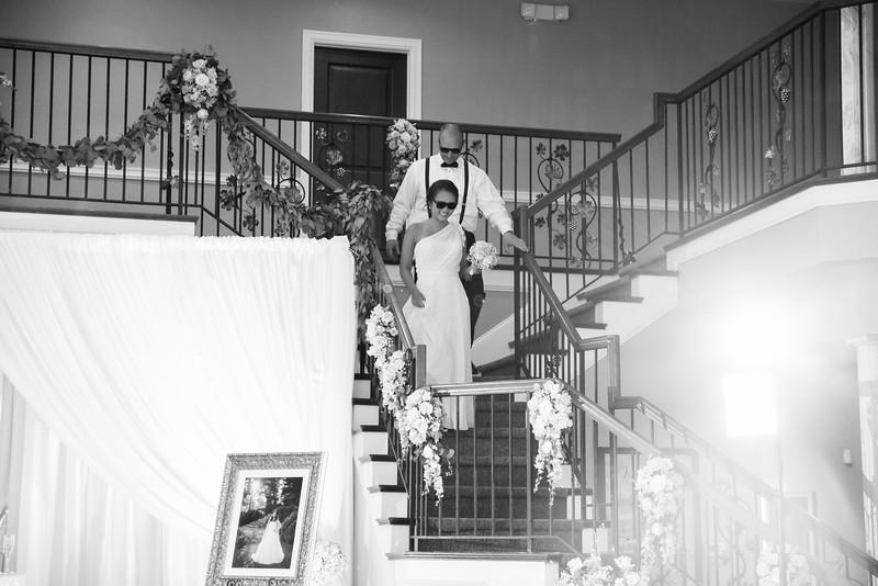 0850_Josh+Lindsey_WeddingBW.jpg