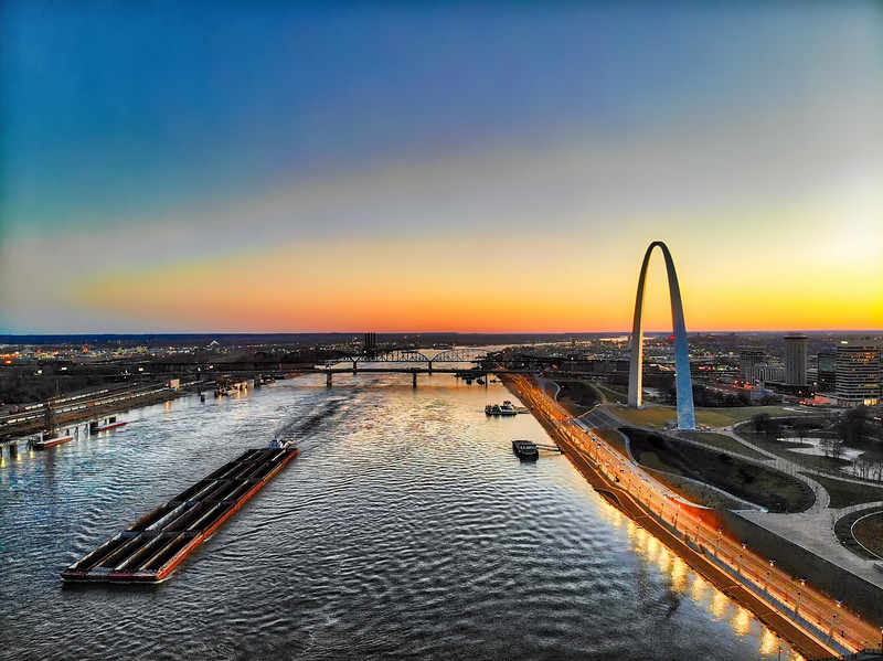 Gateway Arch, Poplar Street Bridge, MacArthur Bridge on the Mississippi River