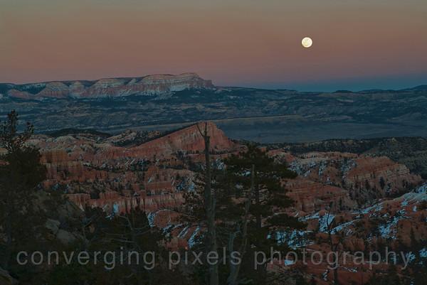 Rising moon taken from Sunset point.