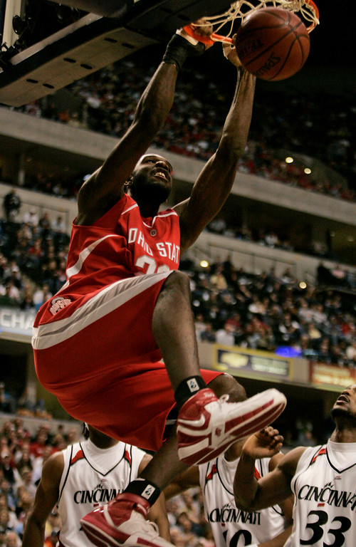 . Ohio State\'s Greg Oden dunks against Cincinnati during  the first half of a Wooden Tradition college basketball game in Indianapolis, Saturday,Dec. 16, 2006. (AP Photo/Tom Strattman)