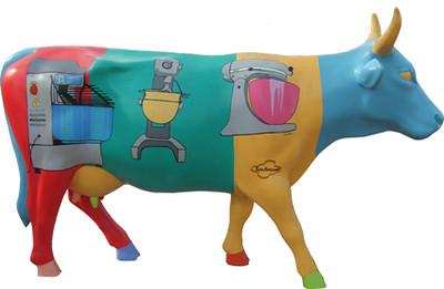 2 Gloria, la vaca Panadera - Artista Ernesto Lozano-Sponsor Cremería Americana