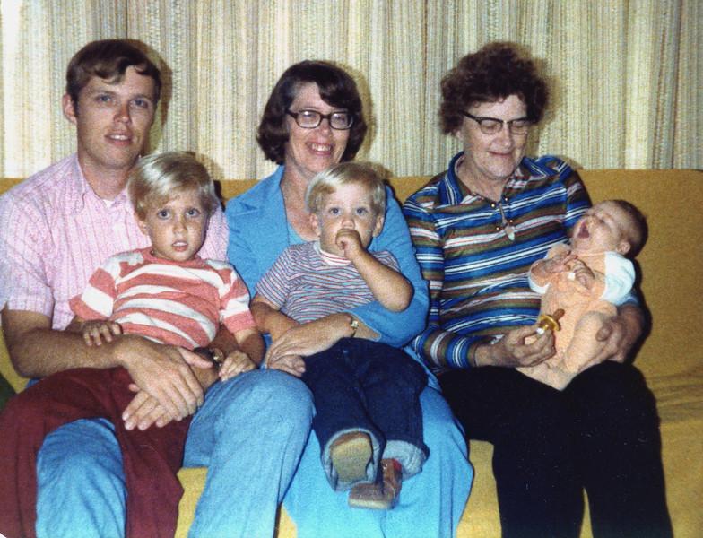 Warren, Mike, Joyce, Chris & Elissa Phillips & GGma Herdrich