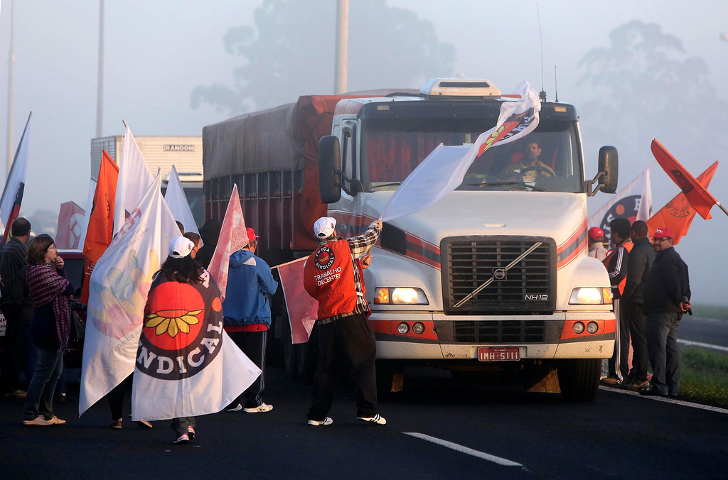 . Members of labor unions block a main highway on the National Day of Struggle, in Porto Alegre July 11, 2013. Union demonstrations snarled traffic in several Brazilian cities on Thursday morning as part of a one-day strike aimed at seizing the momentum of sweeping protests that shook Latin America\'s largest economy last month. REUTERS/Edison Vara