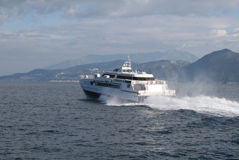 2010 - HSC PONZA JET departed from Capri.
