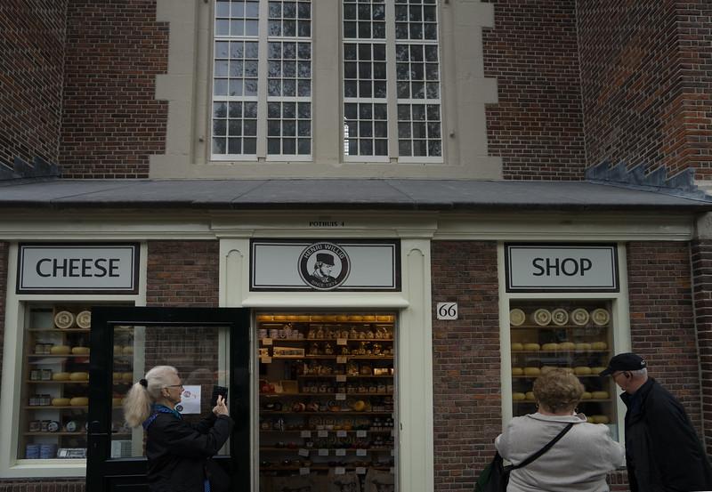 09-17-16 DSC01253 Amsterdam Along walk.jpg