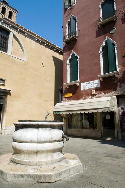 Campiello Bruno Crovato, Cannaregio quarter, Venice, Italy. A Campiello is the Venetian name for a small square.