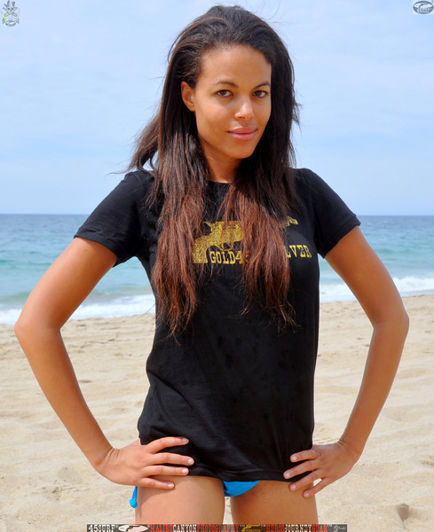 zuma beach matador beach beautiful swimsuit model malibu 45surf 1156,.kl,.,..jpg