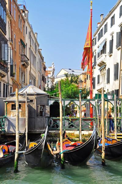 gondolas at the ready