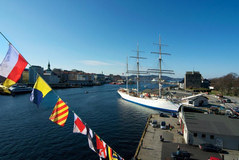 Bryggen og Skuleskipet….mars 2012..jpg