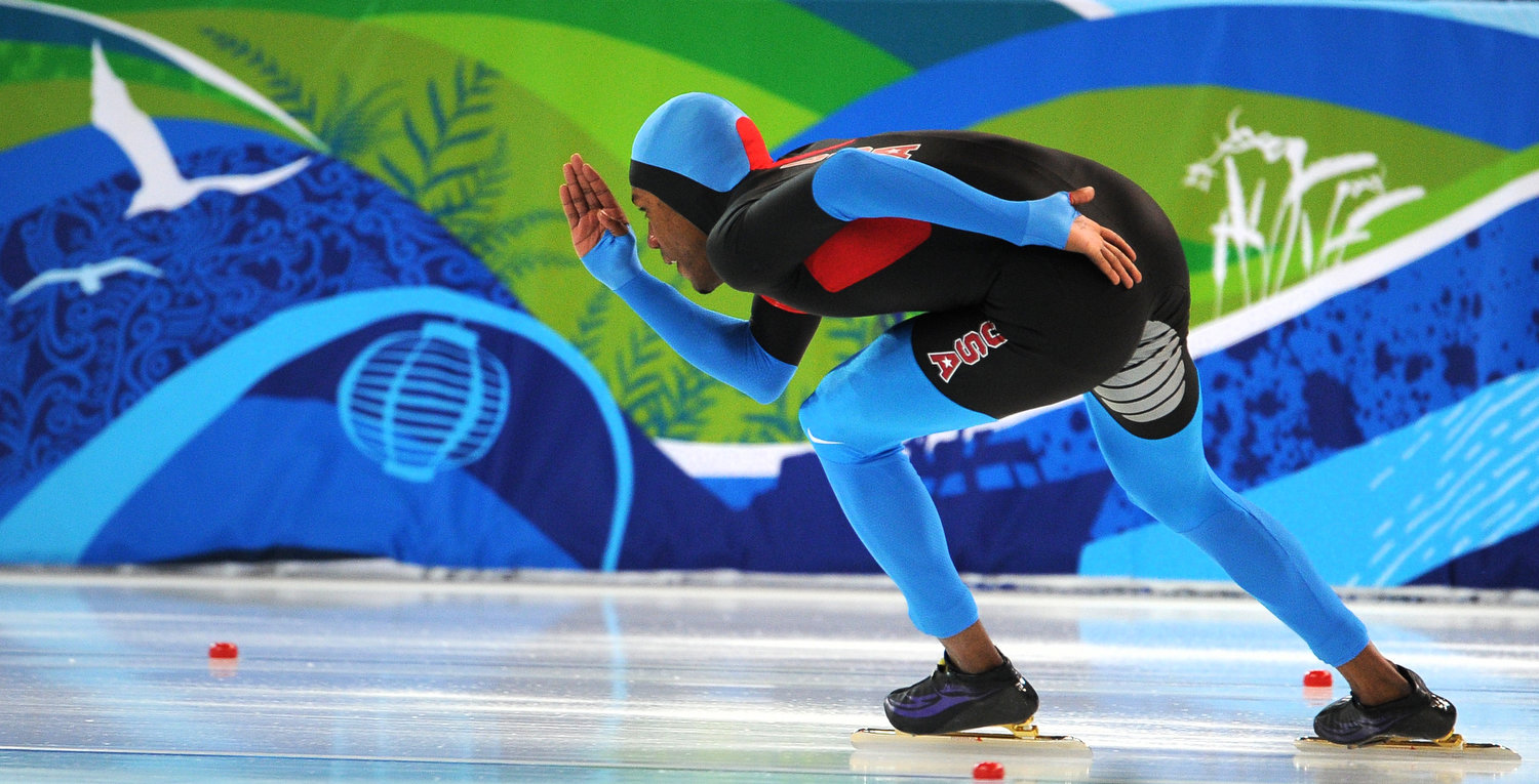 . Shani Davis of the US speeds to victory in the men\'s 1,000m speedskating event at the 2010 Winter Olympics at the Olympic Oval in Richmond, outside Vancouver, on February 17, 2010.    AFP PHOTO / VINCENZO PINTO
