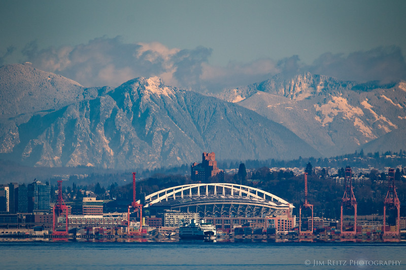 Here's a cool view of Mount Si you don't see too often. Thru a telephoto lens, it appears to loom directly behind Century Link field in downtown Seattle... #lenscompression