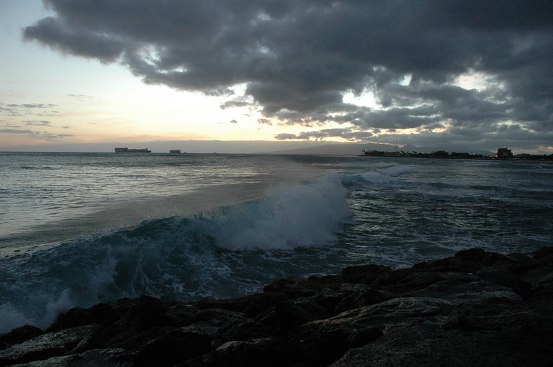 Hawaii - Ala Moana Beach Sunset-145.JPG