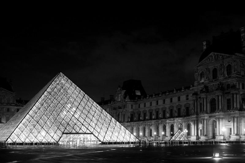 Paris-Louvre-LightsOut-IMG_2622.jpg