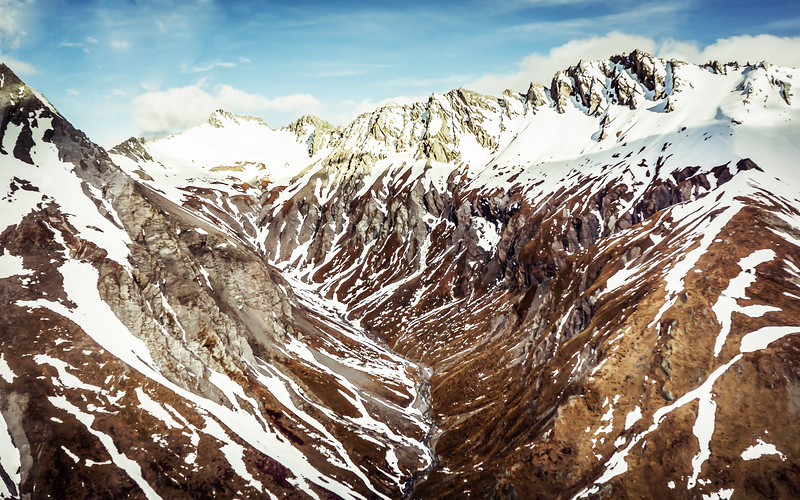 helicopter-snow-valley-new-zealand.jpg