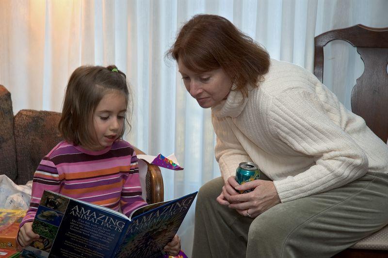 Rebecca reads to Karen   (Nov 26, 2004, 03:25pm)