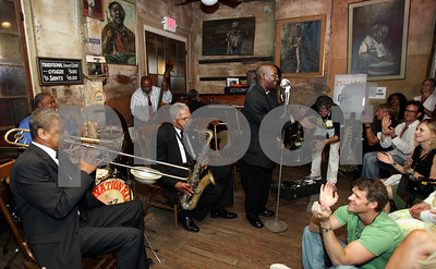 head-to-frenchmen-hear-the-jazz-play