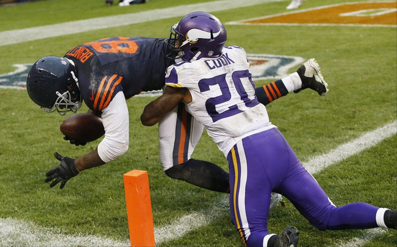 """. <p>3. (tie) MINNESOTA VIKINGS <p>Only the purple Kool-Aid drinkers are surprised that they�re 0-2. (1) <p><b><a href=\'http://www.twincities.com/sports/ci_24101701/tom-powers-vikings-loss-not-unexpected-just-unexpectedly\' target=\""""_blank\""""> HUH?</a></b> <p>    (AP Photo/Charles Rex Arbogast)"""