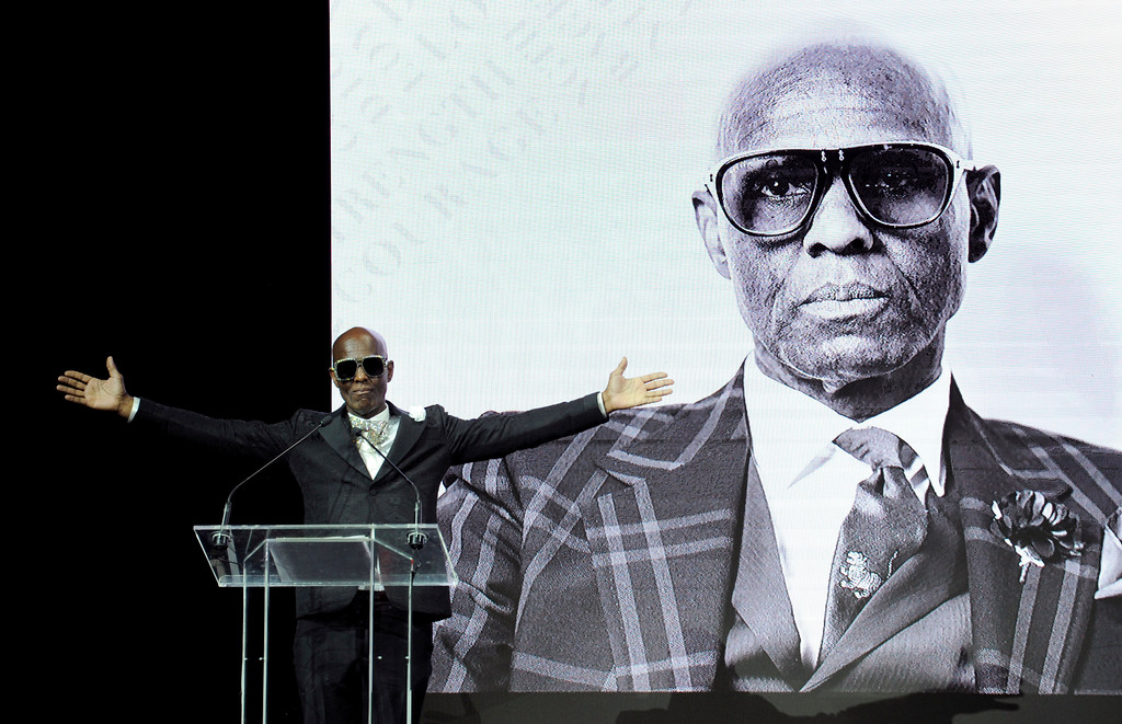 . Fashion icon Dapper Dan accepts Harlem Fashion Row\'s Lifetime Maverick Award at the HFR fashion show and awards ceremony before the start of New York Fashion Week, Tuesday, Sept. 4, 2018. (AP Photo/Diane Bondareff)