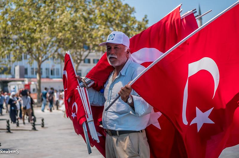 Flag  seller Istanbul.jpg