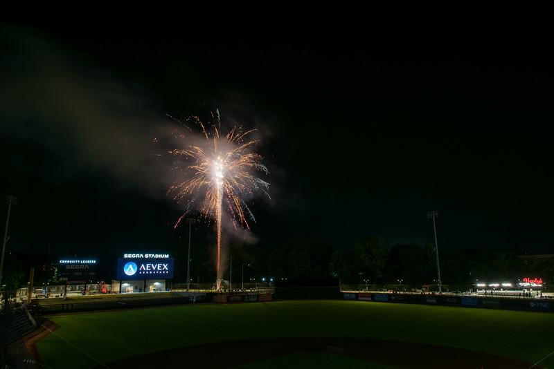 Fireworks_750_0535.jpg