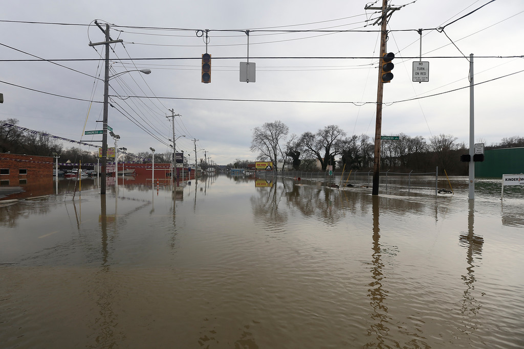 . Flood waters rise on Sunday, Feb. 25, 2018, in Cincinnati. Heavy rains overnight have sent the swollen Ohio River at Cincinnati to its highest point in 20 years with the river expected to remain above flood stage through the end of the week, a National Weather Service meteorologist said Sunday. (Kareem Elgazzar/The Cincinnati Enquirer via AP)