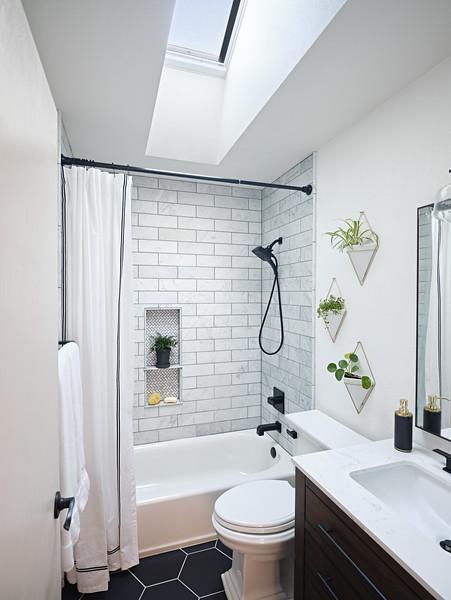 Denver_Bathroom_Angle2_SkylightClosed.jpg
