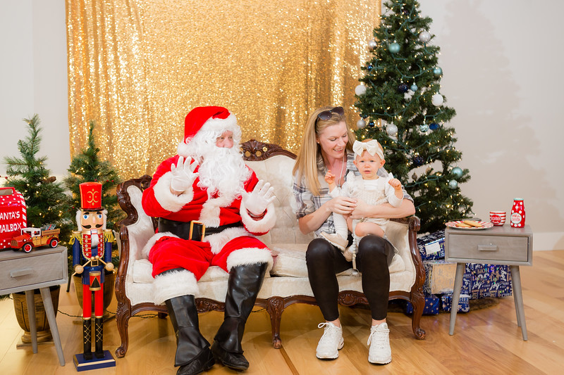 FADS Picture with Santa-210.jpg