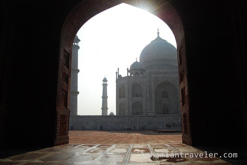 Taj Mahal framed into the sun.jpg