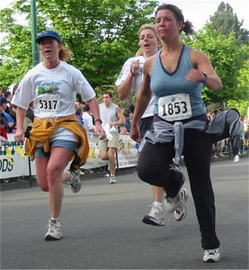 2003 Times-Colonist 10K - They'd go faster without those shirts tied around their waists