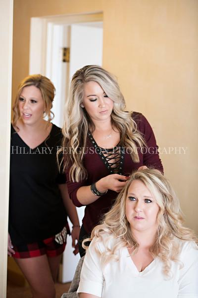 Hillary_Ferguson_Photography_Melinda+Derek_Getting_Ready120.jpg